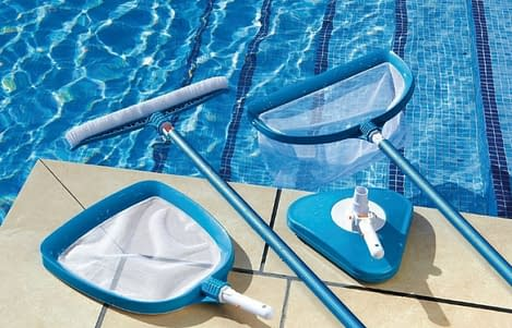 How to Maintain a Saltwater Pool 2